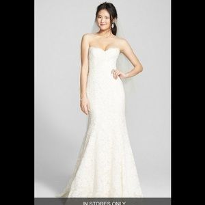 Monique lhuillier strapless lace trumpet gown